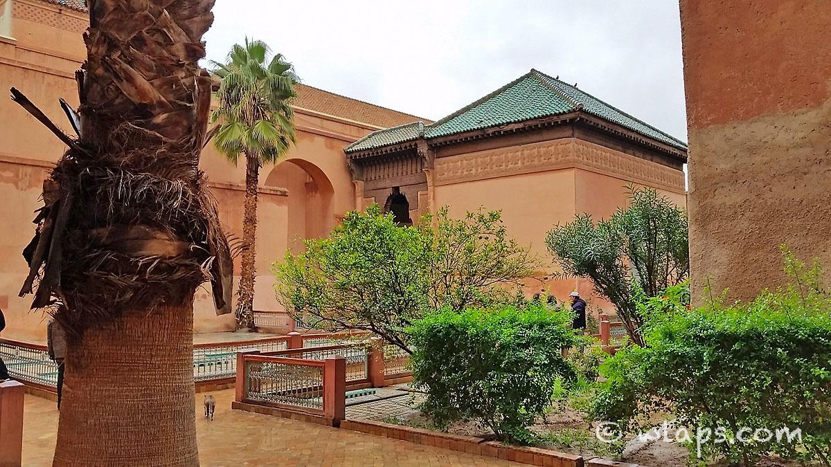 pluie-tombeaux-saadiens-carnet-voyage-maroc-marrakech