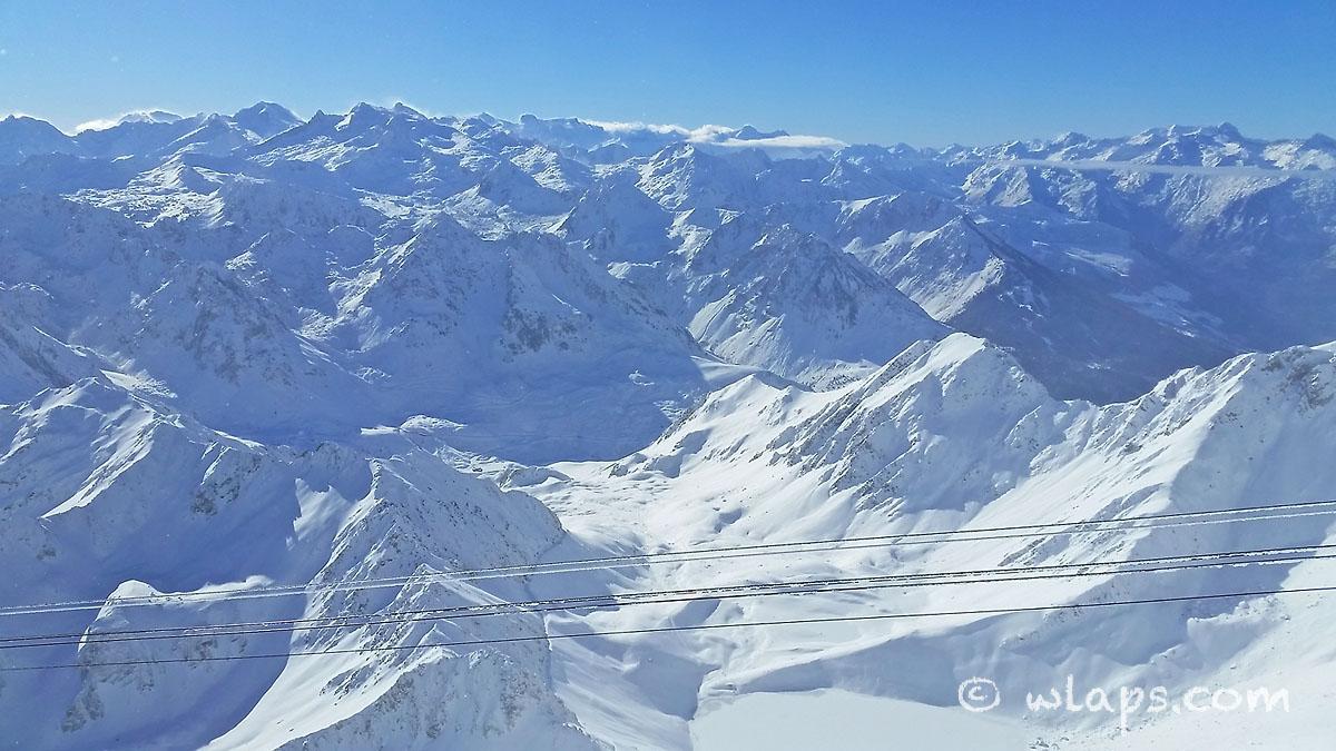 vue-depuis-pic-midi-bigorre-sommets-enneiges