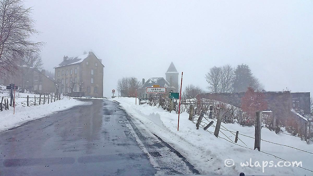 17-photo-village-aubrac-neige-brouillard