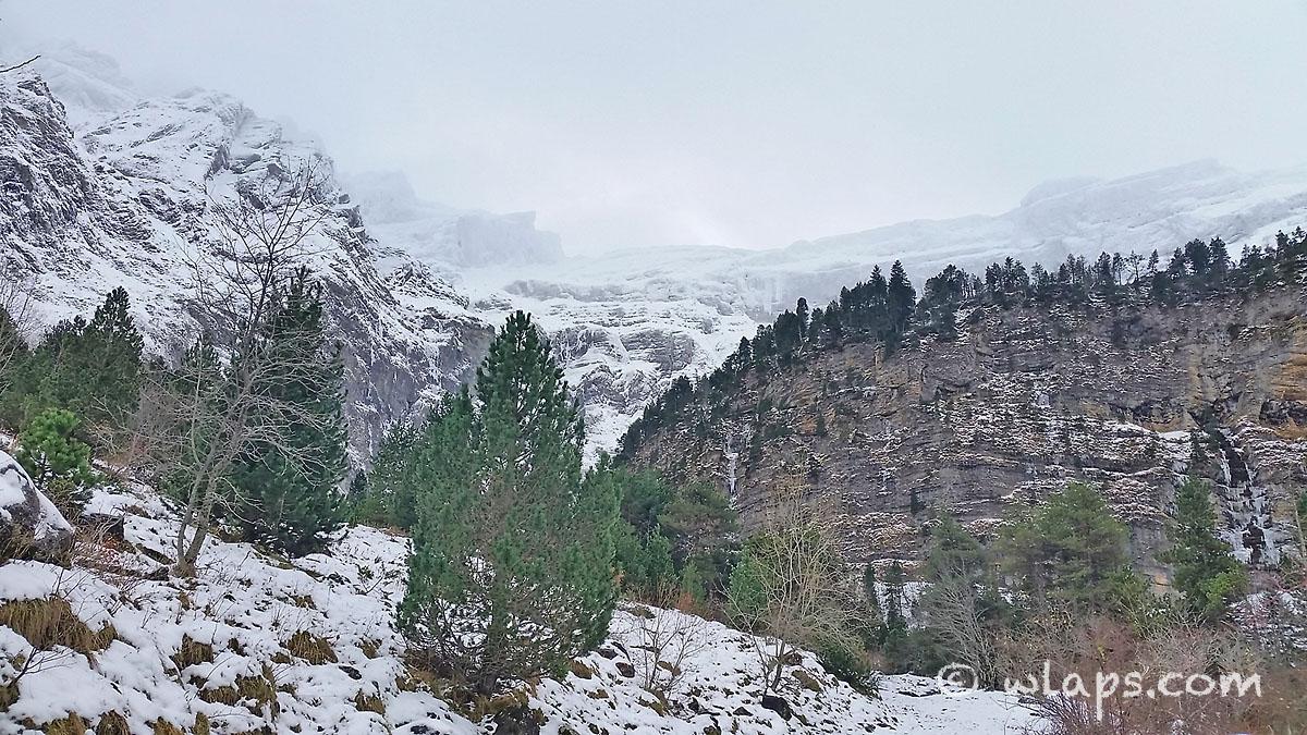 4-cirque-gavarnie-pyrenees-neige