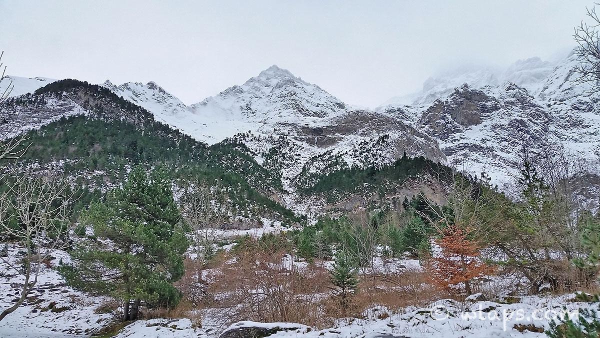7-cirque-gavarnie-pyrenees-neige