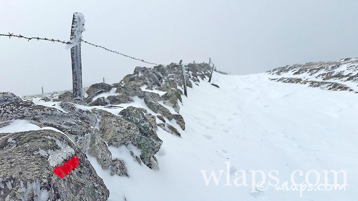7-photo-village-aubrac-neige-brouillard