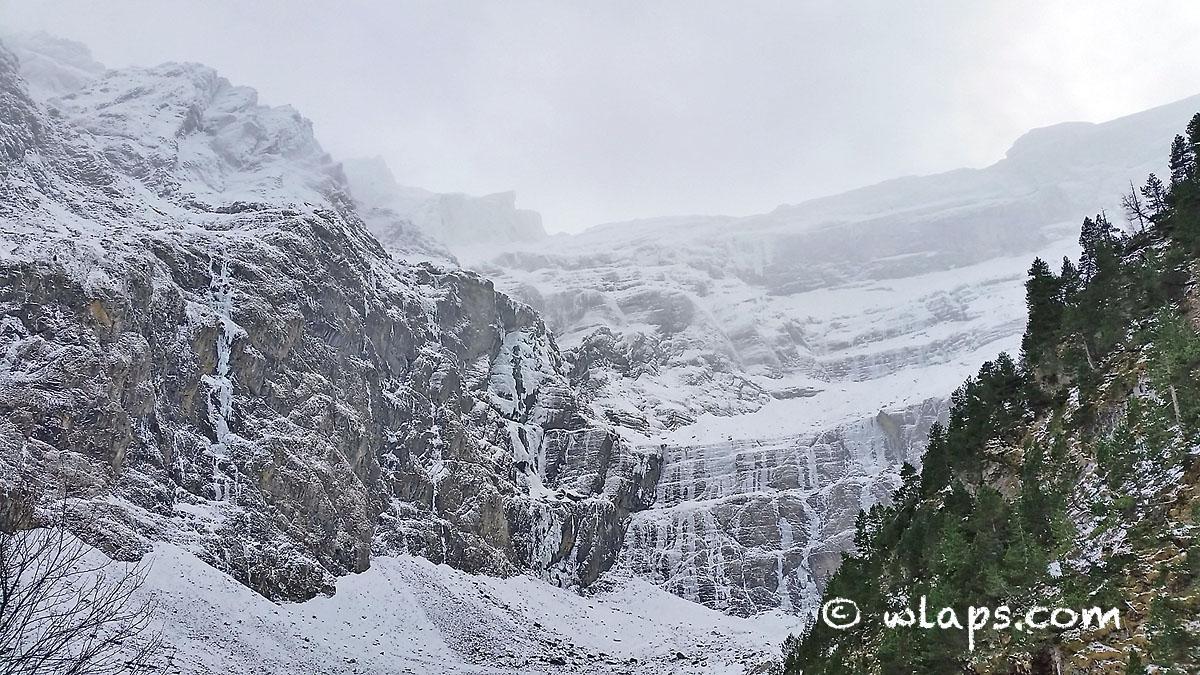 cirque-gavarnie-pyrenees-neige