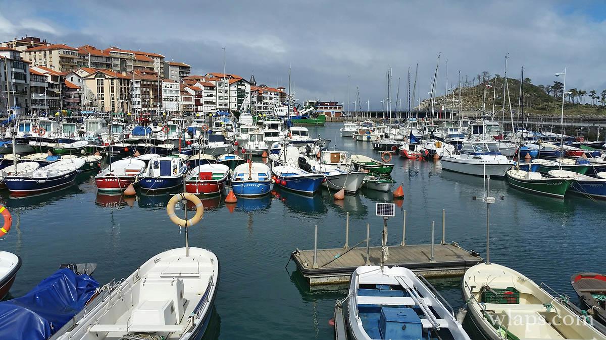 bateau-port-espagne-village